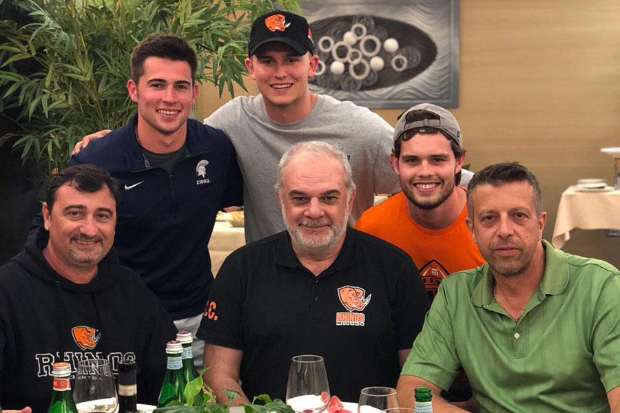 Depaoli Capelli e D'Ambrosio con dei giocatori di CWRU Spartans